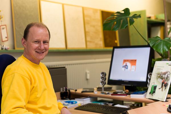 Roman Linder arbeitet mit der MAler-Software von CATS-SOFT und hat dank VerA sein unterwegs sein Büro in der Hosentasche