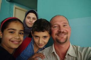 HengstSJmitFlüchtlingskindern_Web