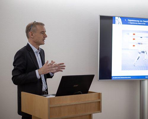 Thomas Scheld, C.A.T.S.-Soft GmbH, bei einem Business-Vortrag